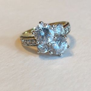 Gold Edco ring with cubic zirconias, size 7